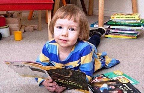 Bé 3 tuổi có trí tuệ ngang với Einstein - 1