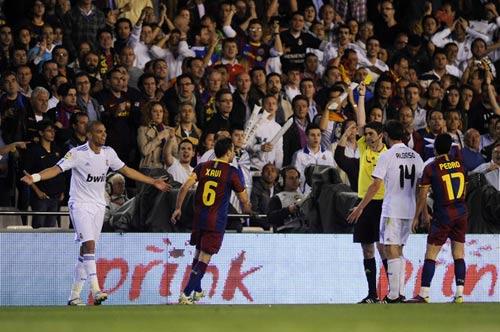 """""""Khắc tinh""""của Barca bắt El Clasico - 1"""