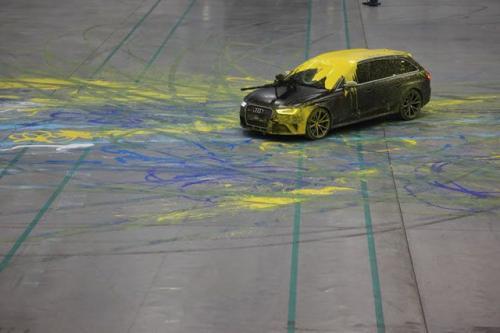 """Audi RS4 Avant """"đánh trận"""" với súng sơn - 1"""