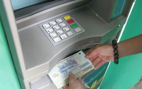 Mỗi giao dịch ATM, ngân hàng mất 9.000 đồng - 1