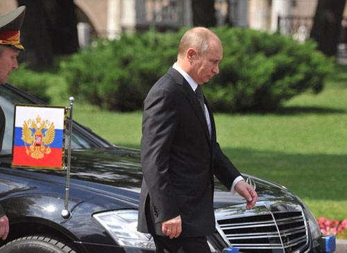 Tổng thống Putin thất vọng với xe sang Nga - 1