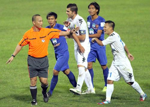 "V-League 2013: Cảnh báo các ""máy chém"" - 1"