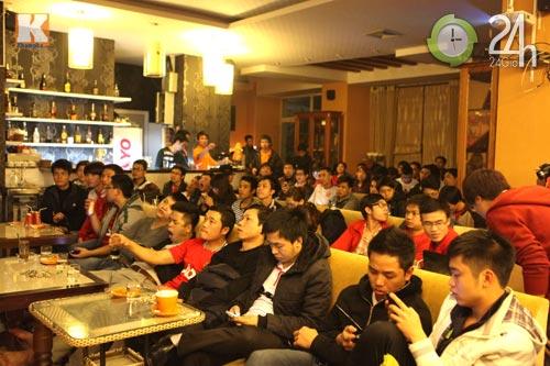 Fan thức trắng đêm xem trận MU - Real - 1