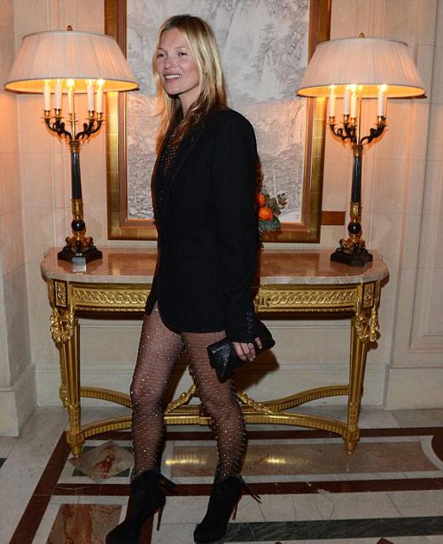 Kate Moss gây đỏ mặt vì quần trong suốt - 1