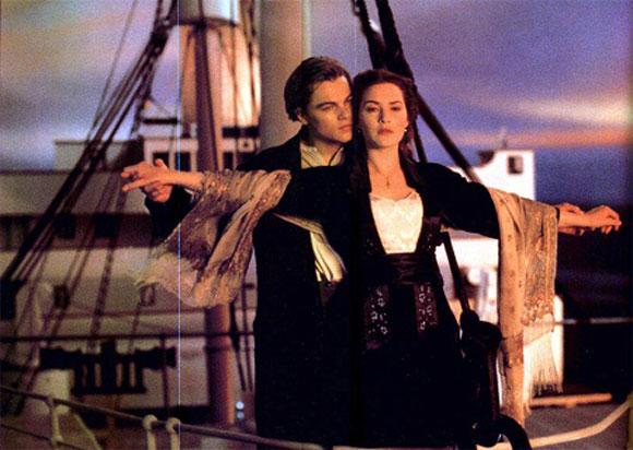 Картинка с титаника на носу корабля, днем