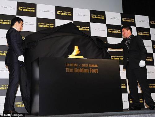 """""""Bàn chân vàng"""" của Messi giá 100 tỉ - 1"""