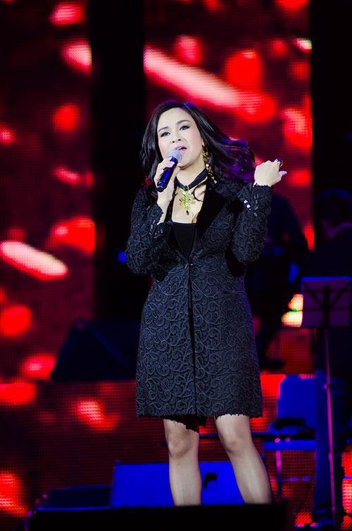 """Hồng Nhung-Quang Dũng """"hạ gục"""" khán giả - 1"""