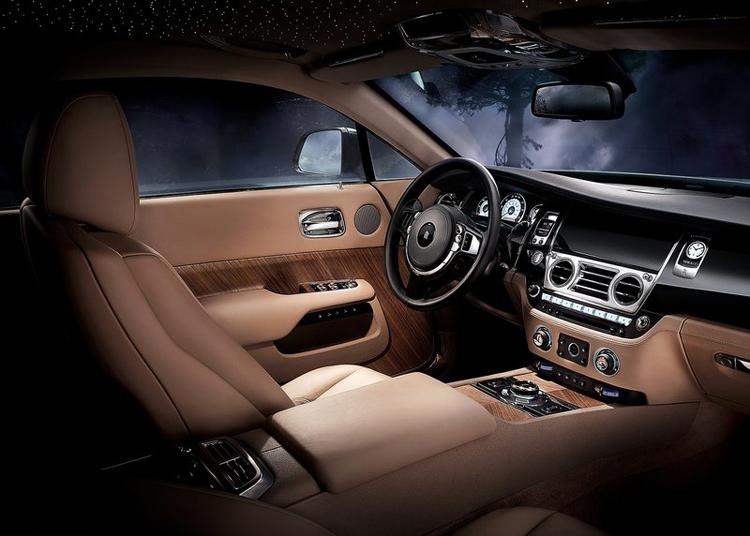 Trong số những công nghệ cải tiến nhằm hoàn thiện khả năng động lực của  xe đáng chú ý nhất là hệ dẫn động được hỗ trợ bởi hệ thống định vị sử  dụng dữ liệu GPS và hệ thống lái giúp hộp số ZF 8 cấp có thể chọn trước  cấp số chính xác để di chuyển trên đoạn đường tiếp theo ở phía trước.  Các lãnh đạo hãng cũng bóng gió rằng công nghệ này sẽ được lắp cho những  mẫu BMW có cấu hình trang bị hàng đầu trong tương lai.