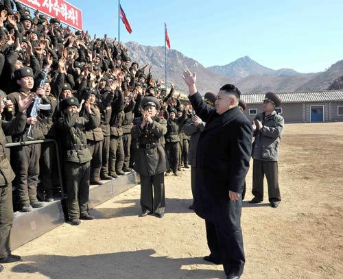 """Kim Jong-un dọa """"cắt đứt khí quản"""" kẻ thù - 1"""