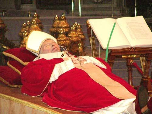 Giáo hoàng có quyền lực đến mức nào? - 1