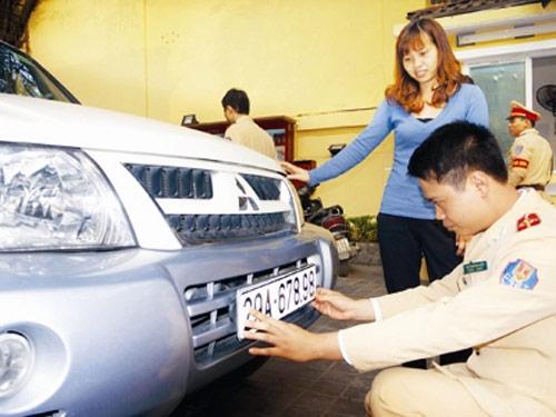 """Bộ CA vẫn quyết phạt """"xe không chính chủ"""" - 1"""