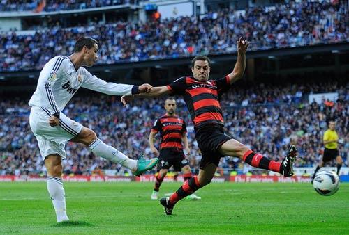 Ronaldo: Cỗ máy săn bàn siêu hạng - 1