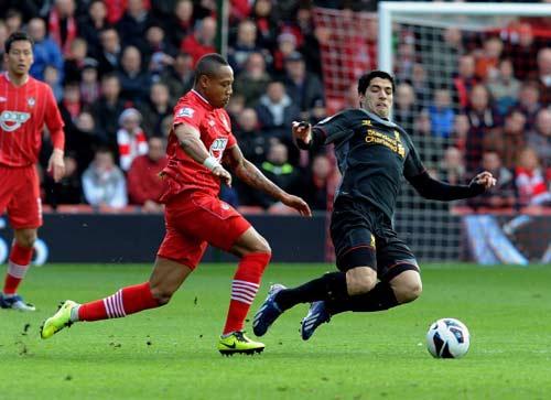 Southampton – Liverpool: Rơi xuống mặt đất - 1