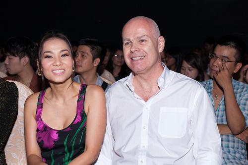 Thu Minh bất ngờ kín đáo bên chồng Tây - 1