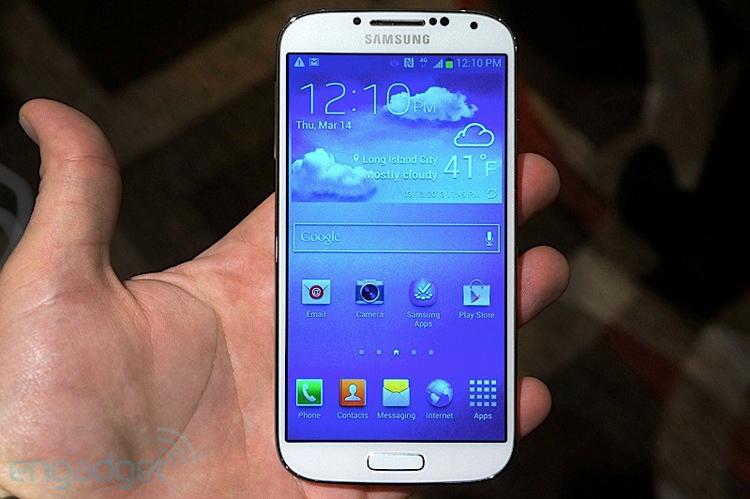 Chiếc điện thoại thông minh 'bom tấn' của năm - Samsung Galaxy S4 đã chính thức được công bố, và người ta đăng băn khoăn model này có gì đột phá so với người tiền nhiệm.