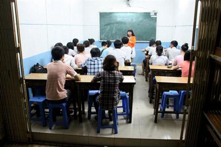 Lớp học miễn phí của cô giáo chuyển giới - 1