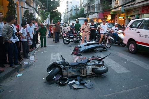 """TPHCM: Ô tô """"điên"""" gây tai nạn liên hoàn - 1"""