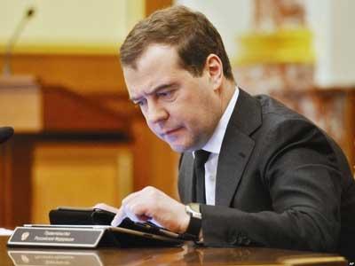 """Thủ tướng Nga nghi ngờ các """"tiến sĩ quan"""" - 1"""