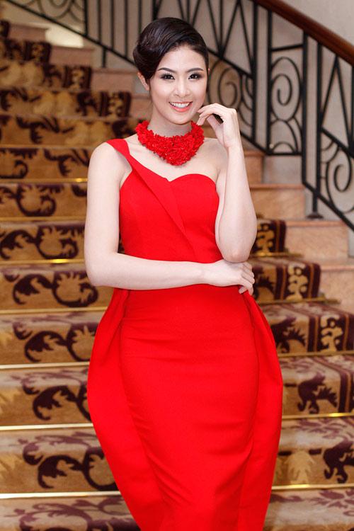 Hoa hậu Ngọc Hân đỏ rực đầu năm - 1