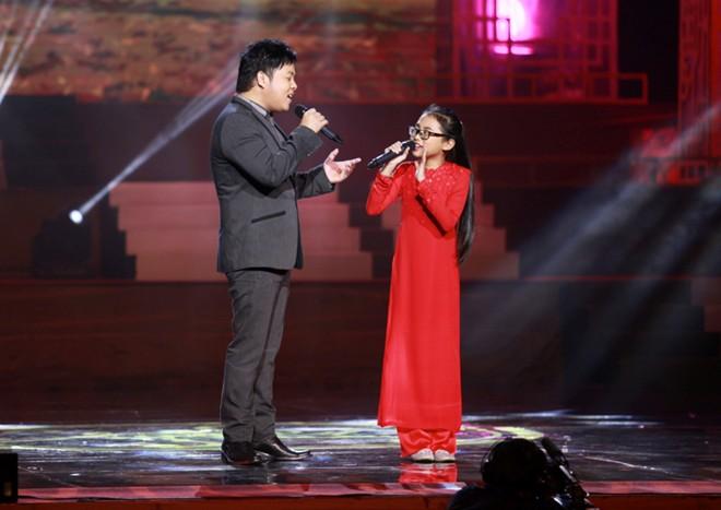 """Video: """"Chị Bảy"""" hát mộc với cha nuôi Quang Lê - 1"""