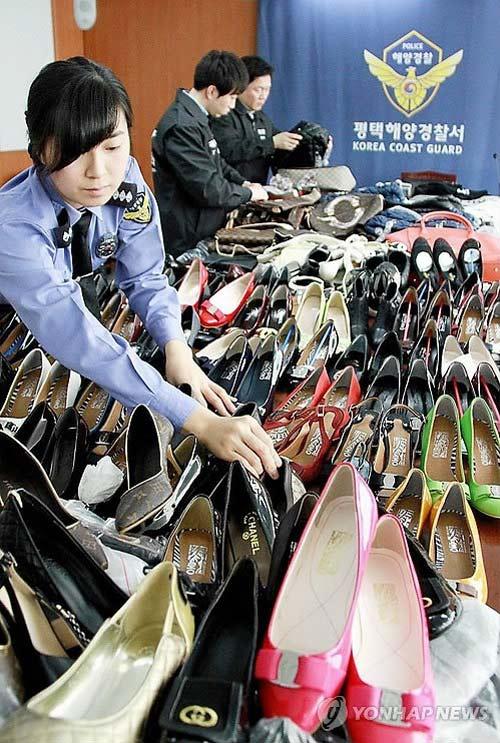 Hàn Quốc bắt ổ buôn hàng hiệu rởm - 1