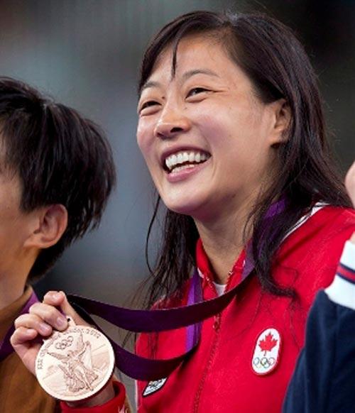 Đô vật gốc Việt được thể thao Canada vinh danh - 1