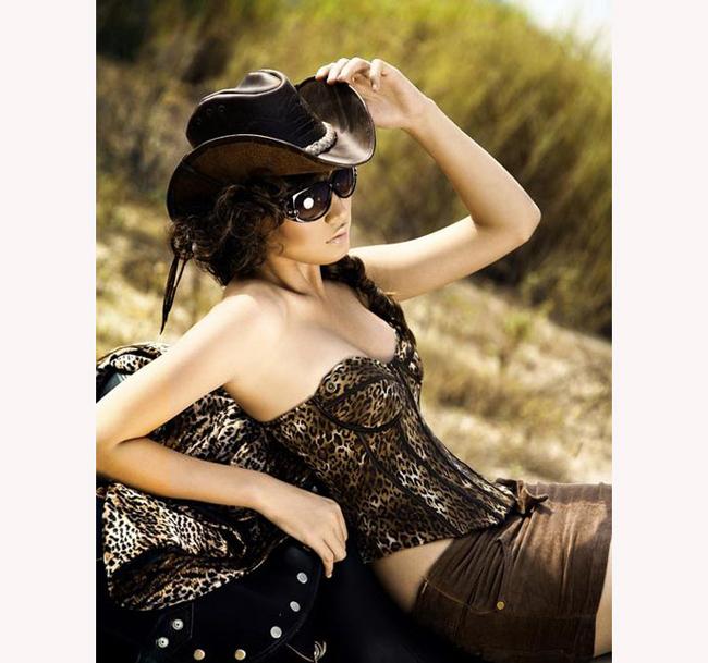 Siêu mẫu Lan Phương xinh đẹp, cá tính, đa tài và sở hữu chiều cao 'khủng' lên tới 1m81.