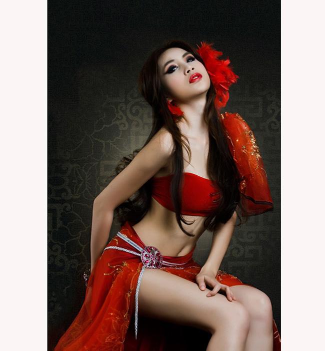 Thủy Tiên, ca sỹ đình đám là vợ của Lê Công Vinh