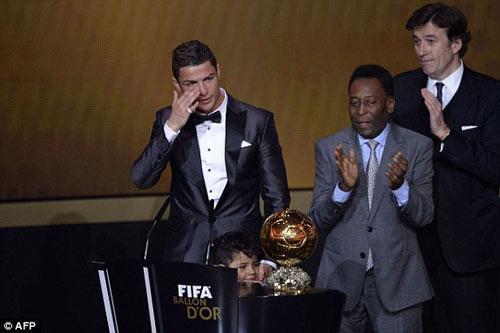 Ronaldo đoạt QBV FIFA 2013 - 1