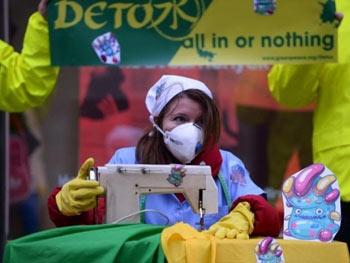 Quần áo trẻ em Trung Quốc đắt tiền cũng có độc - 1