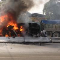 Bình Dương: Xe ben bốc cháy dữ dội trên quốc lộ