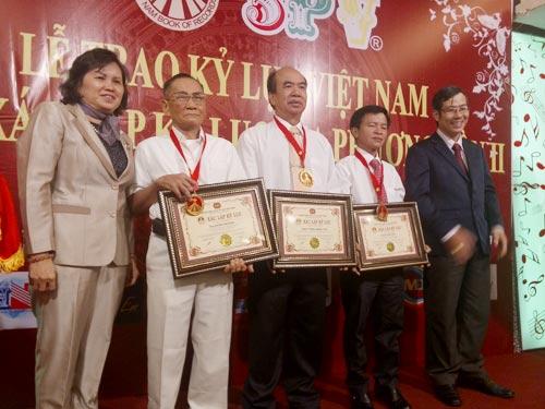 Cụ ông 83 tuổi 3 lần chinh phục đỉnh Phan Xi Păng - 1