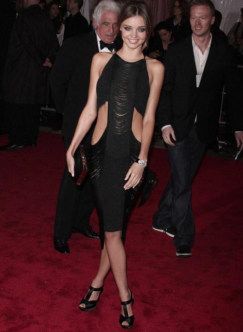 Những chiếc váy táo bạo của Miranda Kerr - 1