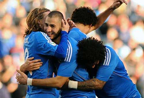 Real thắng 5 sao, Ancelotti cán mốc 500 - 1