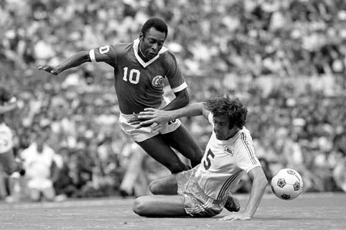"""Pele: Đơn giản là """"vua bóng đá"""" (Kỳ 2) - 1"""