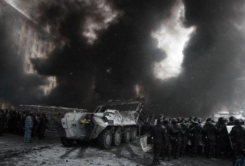 Ukraine: Thủ đô chìm trong khói lửa và bạo lực - 1