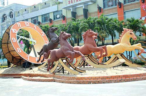 Ngựa rộn ràng xuống phố đón xuân Giáp Ngọ - 1