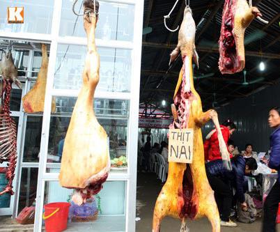 Treo móc động vật ở chùa Hương phải... trang trí - 1