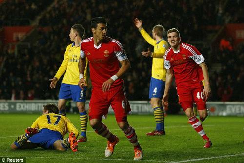 Hòa Southampton, Arsenal đón nhận hung tin - 1