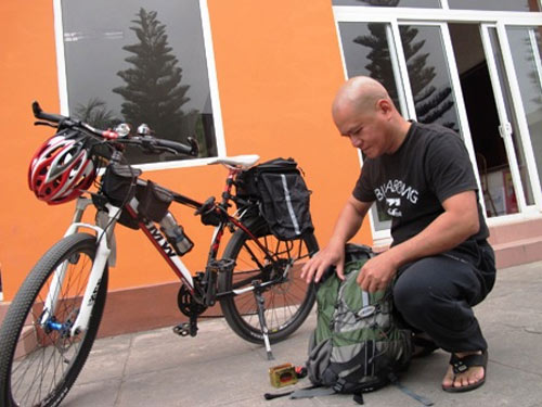 Người một mình đạp xe xuyên Việt - 1
