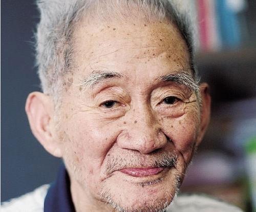 Cha của Lục Tiểu Linh Đồng qua đời tuổi 90 - 1
