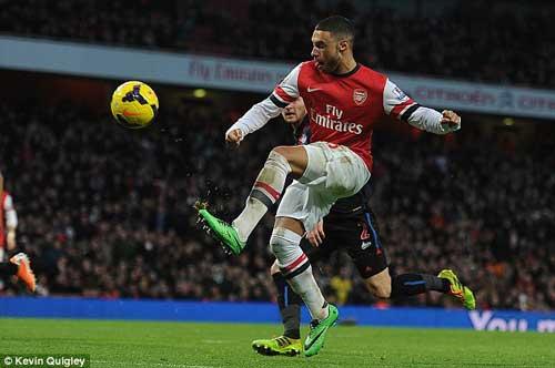 HOT: Persie có thể trở lại Arsenal - 1