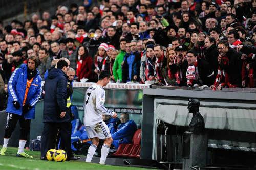 Thầy trò Ancelotti bênh vực Ronaldo - 1