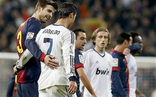 Pique ca ngợi Ronaldo - 1