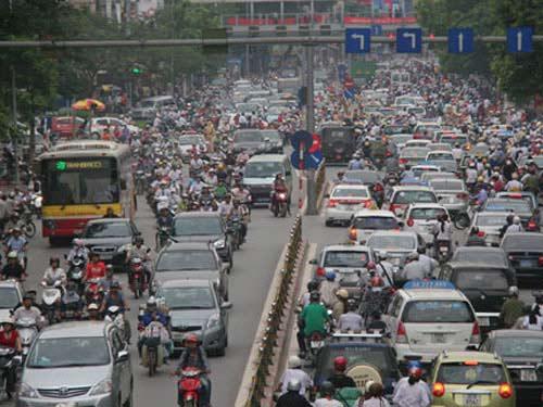 Thủ tướng yêu cầu lập lộ trình hạn chế xe cá nhân - 1