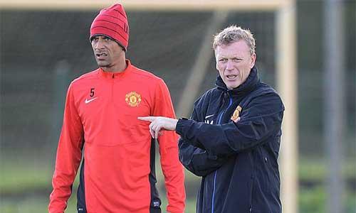 "Ferdinand ""trù ẻo"" Moyes mất việc - 1"
