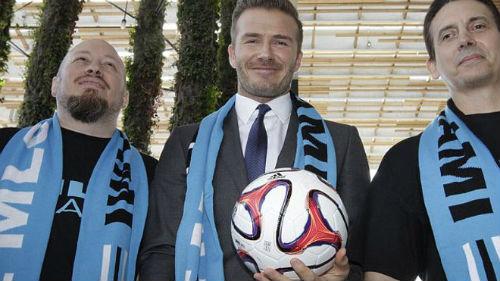Beckham khiến CĐV M.U nóng mắt - 1