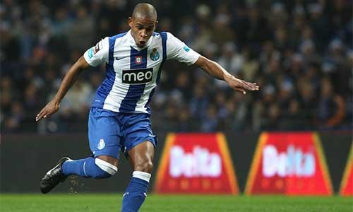 Man City đạt thỏa thuận chiêu mộ Fernando - 1