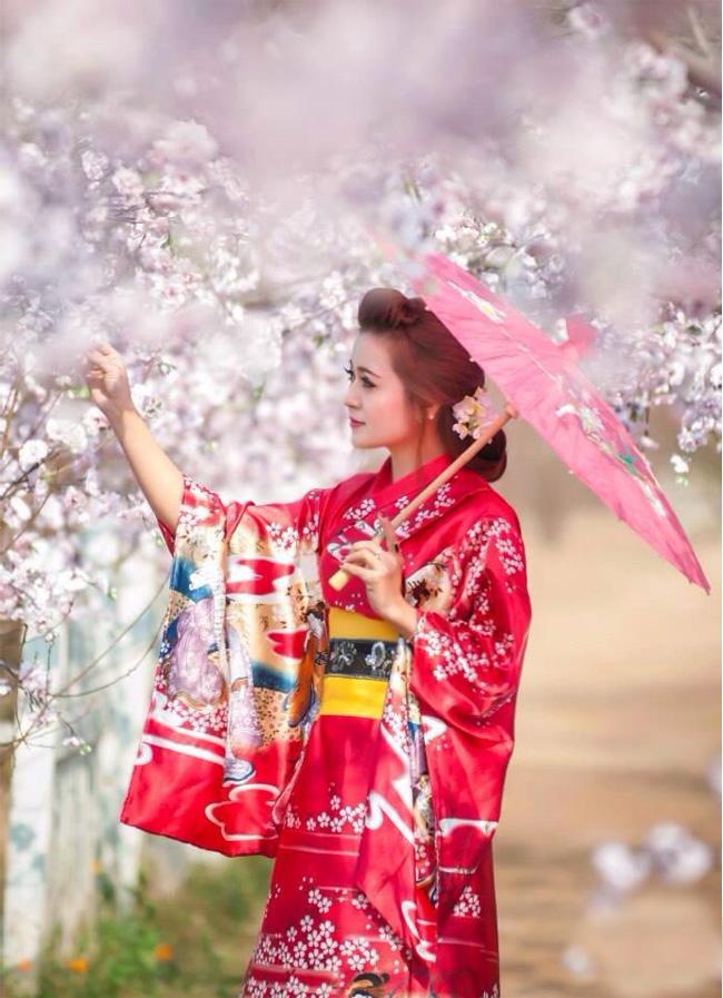 Và diện trang phục Kimono truyền thống của đất nước này
