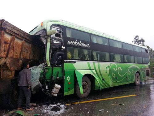 Tai nạn giao thông thảm khốc, phụ xe chết thảm - 1